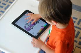 Copiii preferă tabletele pentru a se juca - studiu