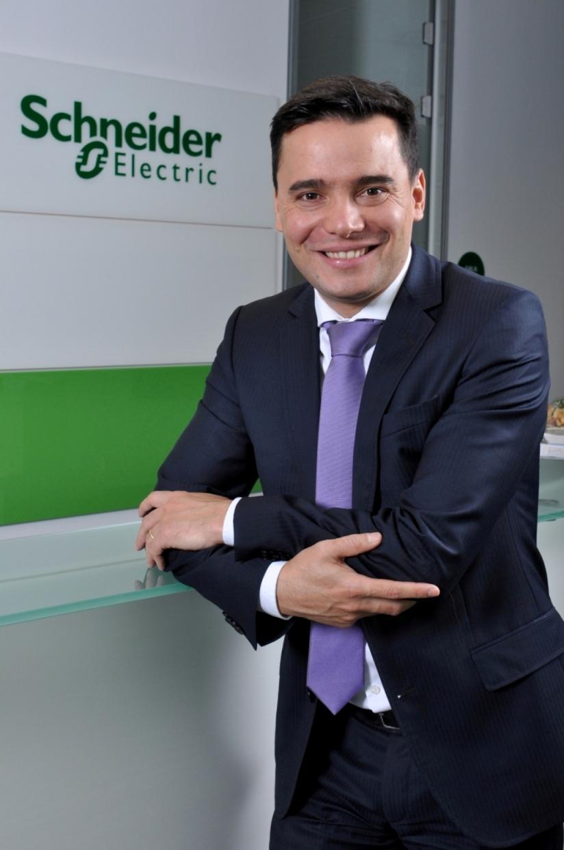 Schneider Electric România îşi consolidează echipa cu 40 noi angajaţi