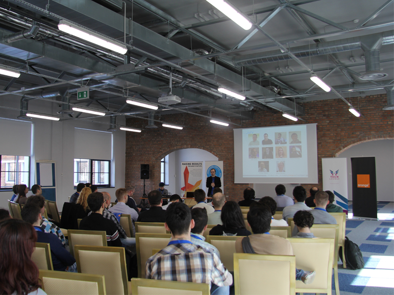 Echipele Innovation Labs 2.0 îşi prezintă produsele dezvoltate la Demo Day