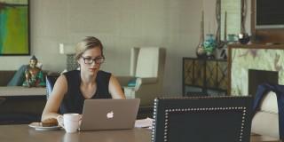 54% dintre clienții de e-commerce citesc Product Review-uri înainte de cumpărare