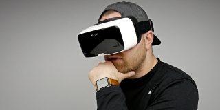 Studiu: realitatea virtuală ar putea permite efectuarea de plăţi cu o simplă încuviinţare din cap