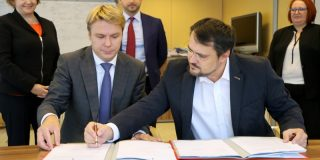 Piotr Stolowski Cristian Ghinea: Fonduri de investiţii de 40 de milioane de euro pentru antreprenorii din România