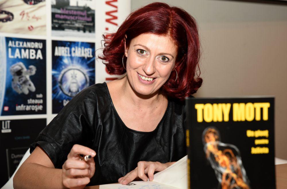 Tony Mott: A fi scriitor nu este nici meserie, nici hobby - este un blestem