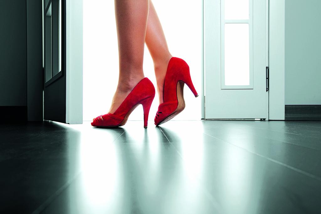 Trainingul şi pantofii roşii