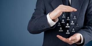 Majoritatea companiilor care implementeaza solutii de tip CRM se plang de rezistenta oamenilor de vanzari fata de acestea.