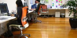 Studiu: Birourile de tip open-space nu aduc beneficii