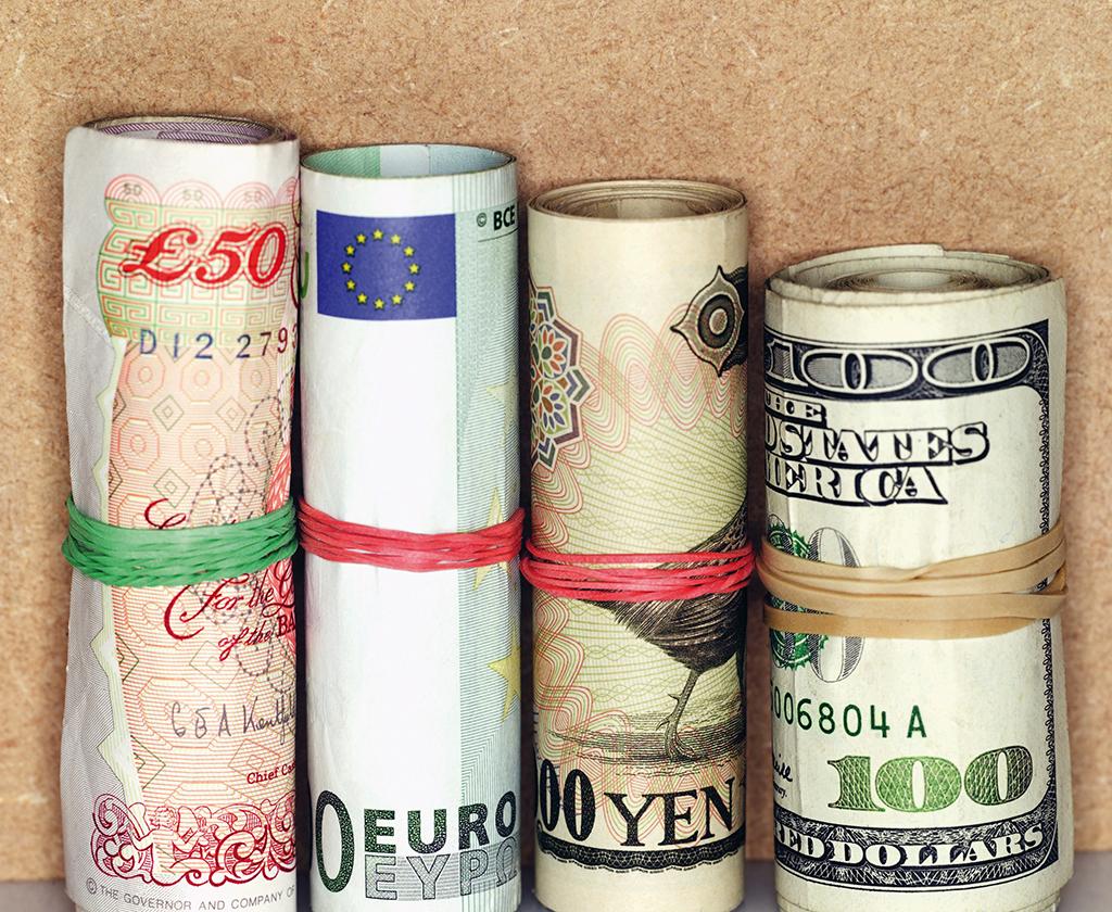 Studiu GfK - 60% dintre români spun că veniturile lor abia reuşesc să le acopere cheltuielile curente