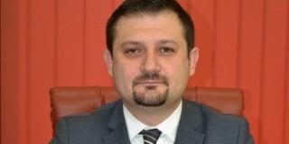 Fost bancher, preşedinte al Consiliului de Administraţie al Electrica