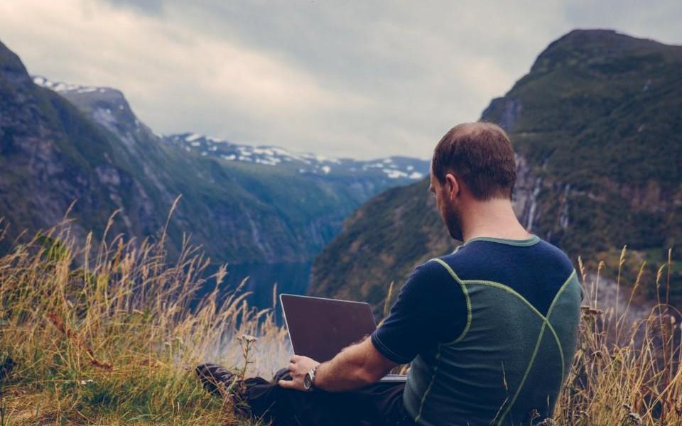PwC: Noua generaţie de antreprenori va fi din ce în ce mai deschisă la ideea de a angaja liber-profesionişti