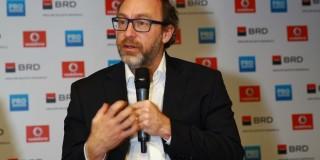 """Jimmy Wales, Fondatorul Wikipedia: """"Pentru mine, este un lux să dorm la hotel"""""""