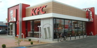 KFC: După un an de la angajare, membrii echipei pot intra în programul de Manager Trainee