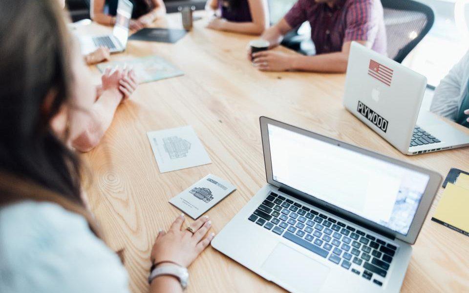 Cum pot invata tinerii din mediul rural sa devina antreprenori