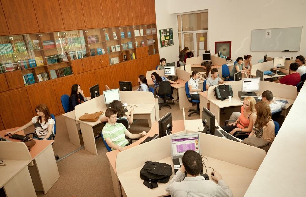 Cum arată primul loc de muncă în viziunea absolvenților de universitate