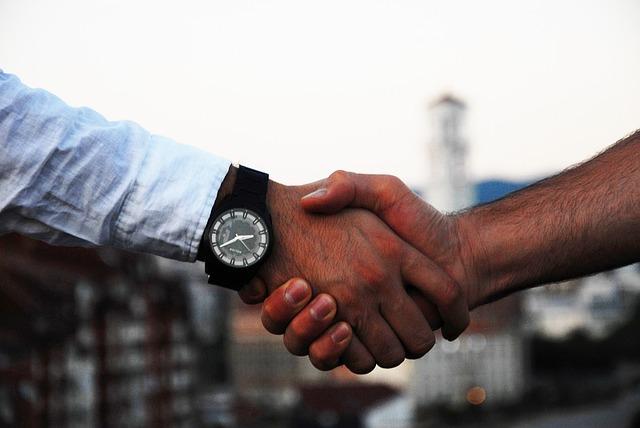 Candidatii isi aleg angajatorul in functie de mediul de lucru placut si pachetul salarial
