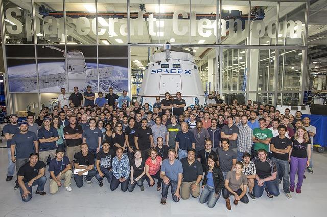 In interiorul SpaceX: Cum este sa lucrezi pentru o companie intr-o misiune spre Marte