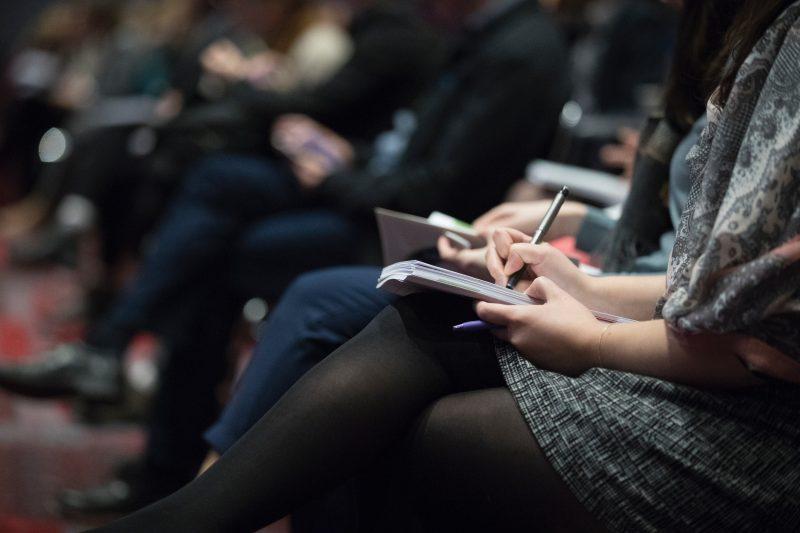 Cum invata managerii sa gestioneze companiile mari: consiliere sau autoeducare?