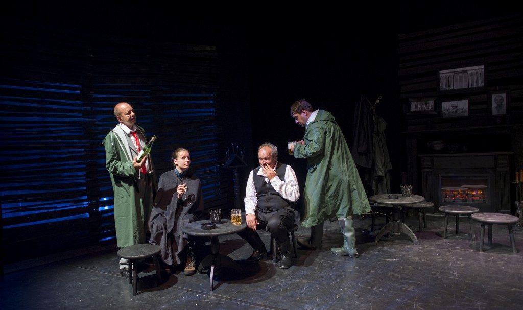 """Actorul Marian Ralea in rolul batranului Jack din spectacolul de teatru """"Barajul"""", sambata aceasta"""