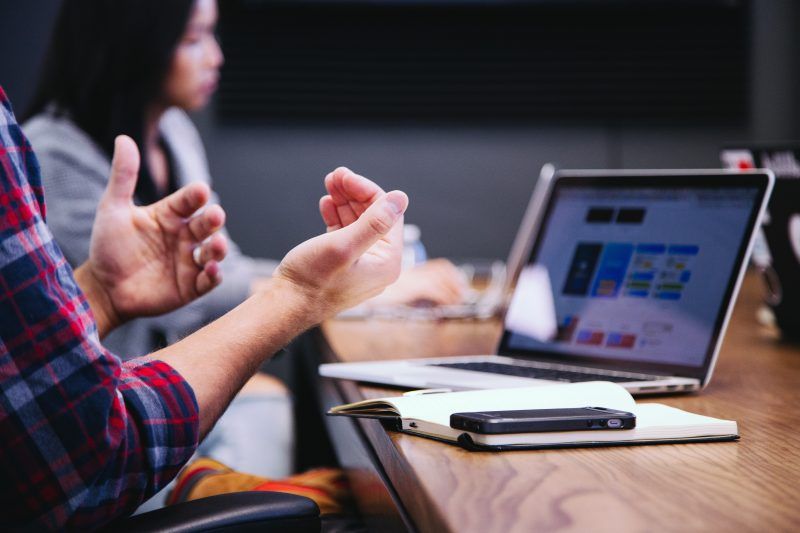 Conflict la locul de munca: este bine sa iti arati sentimentele?
