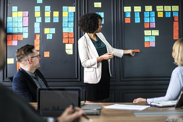 Cum sa-ti impartasesti ideile excelente la locul de munca
