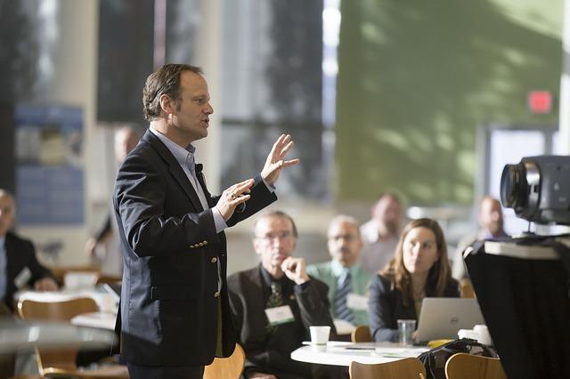 """Stapaneste secretele unei prezentari de succes prin participarea la """"Atelierul de vorbire în public"""""""