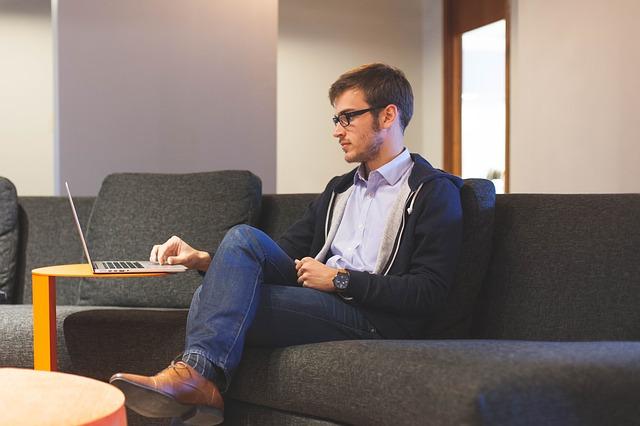 Strategia care va va oferi incredere sa fiti mai vocali la locul de munca