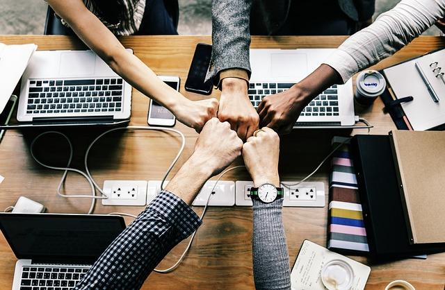 Cum sa le oferi incredere colegilor tai si sa construiesti o echipa puternica