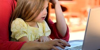 6 sfaturi privind productivitatea pentru parintii care lucreaza de acasa
