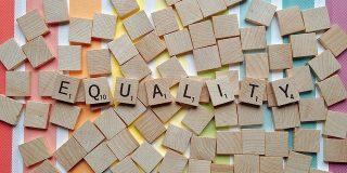 Ajustarea catorva cuvinte poate face diferenta atunci cand esti preocupat de egalitate la birou