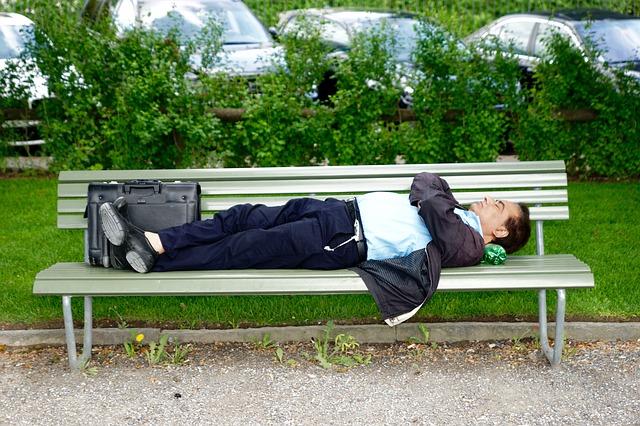 6 semne care te avertizeaza ca ai nevoie de mai mult somn pe baza comportamentului de la locul de munca