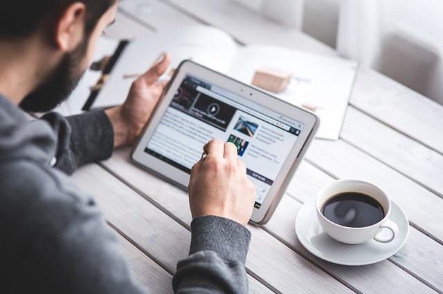 Studiu Valoria Numai 4 dintre consumatori se declara foarte loiali unei companii care nu are prezenta online, fata de 33 care se declara foarte loiali unei companii prezenta online 1.png