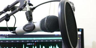 7 recomandari de podcast-uri din 2018 pe care sa le tot asculti