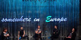Despre arta si artisti intr-un spectacol cu mult umor Artists Talk