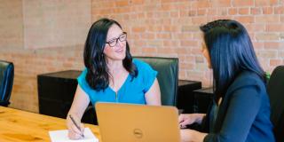 Beneficiile întâlnirilor de afaceri față în față. Sfaturi de la CEO-ul Flewber