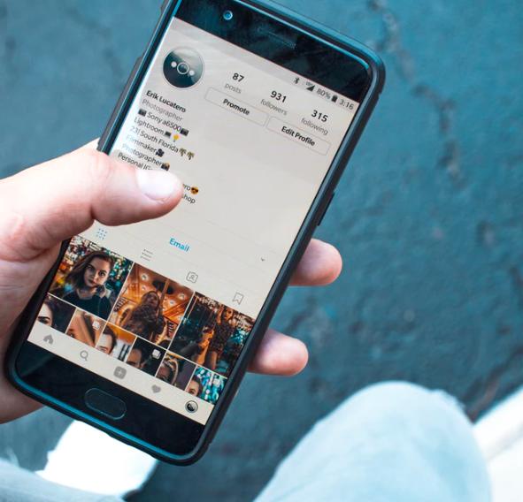 Instagram lansează o revistă online pentru a ajuta studenții stresați de examene