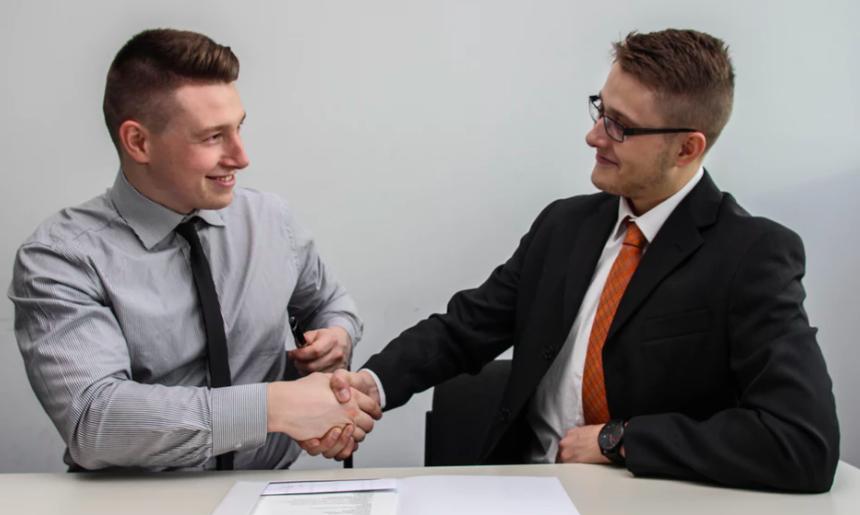 Cum atrageti cei mai de calitate angajati la distanta