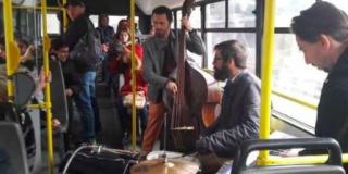 """Autobuzul cu jazz"" - invitatie la Deva Jazz Festival"