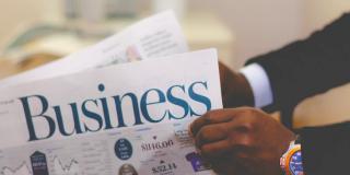 Ar trebui sa cumperi sau sa incepi o afacere mica?