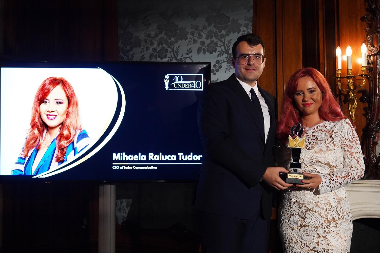 """Mihaela Raluca Tudor, CEO Tudor Communication, a primit distinctia """"40 under 40"""" si a fost desemnata antreprenorul anului 2019, la categoria PR."""