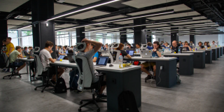 Unul din doi angajati romani crede ca 2019 a fost un an mai obositor si mai stresant profesional