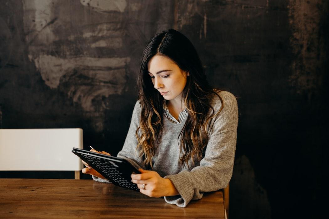 Top 3 obstacole pe care femeile antreprenoare trebuie sa le depaseasca