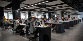 Beneficiile imputernicirii angajatilor din diverse departamente