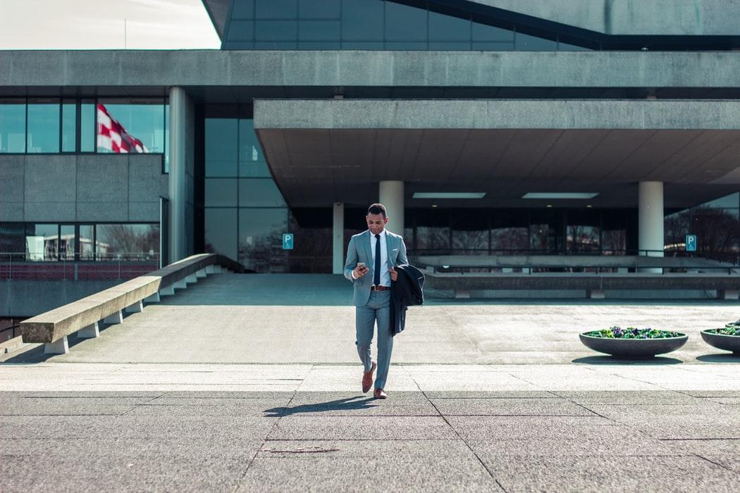 Cele 3 intrebari pe care trebuie sa si le puna un antreprenor, in fata deciziilor dificile