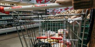 Gospodariile din Romania cheltuie pe alimente de doua ori mai mult decat media din UE