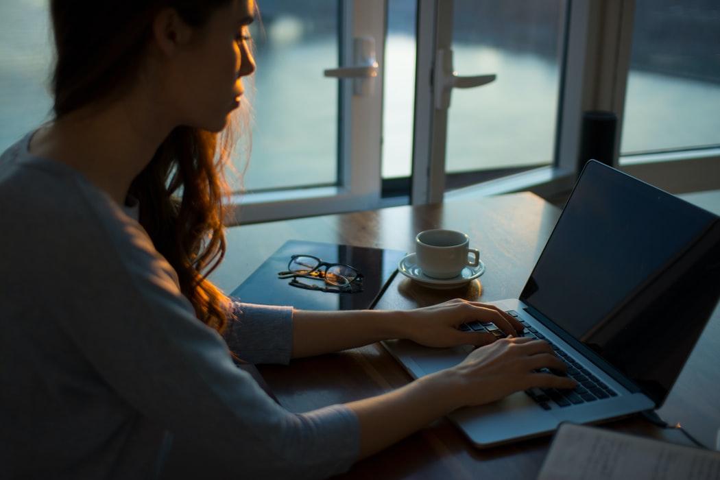 Sunt angajatii care lucreaza de acasa mai productivi decat cei care merg la birou?