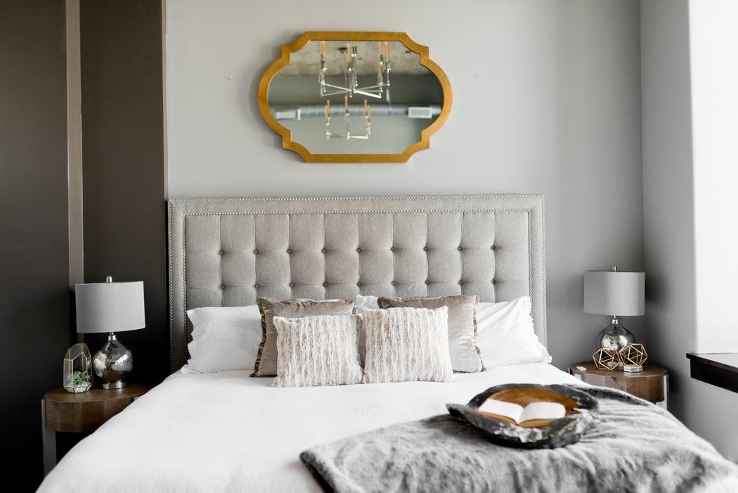 Airbnb intentioneaza sa concedieze 1.900 de angajati, 25% din forta sa de munca