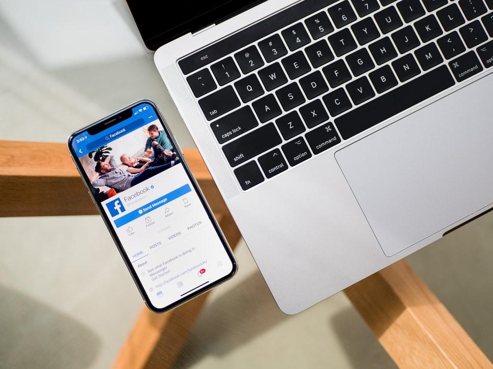 Gasirea unei vocii a companiei pentru platformele de social media