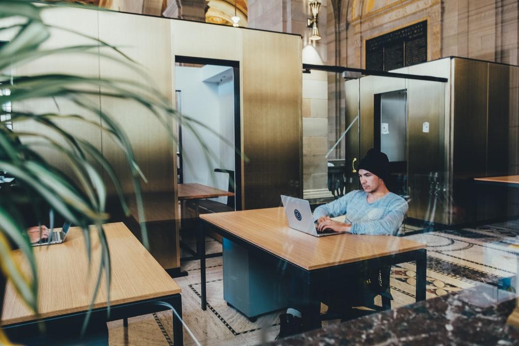 Care sunt limitele monitorizarii angajatilor la locul de munca