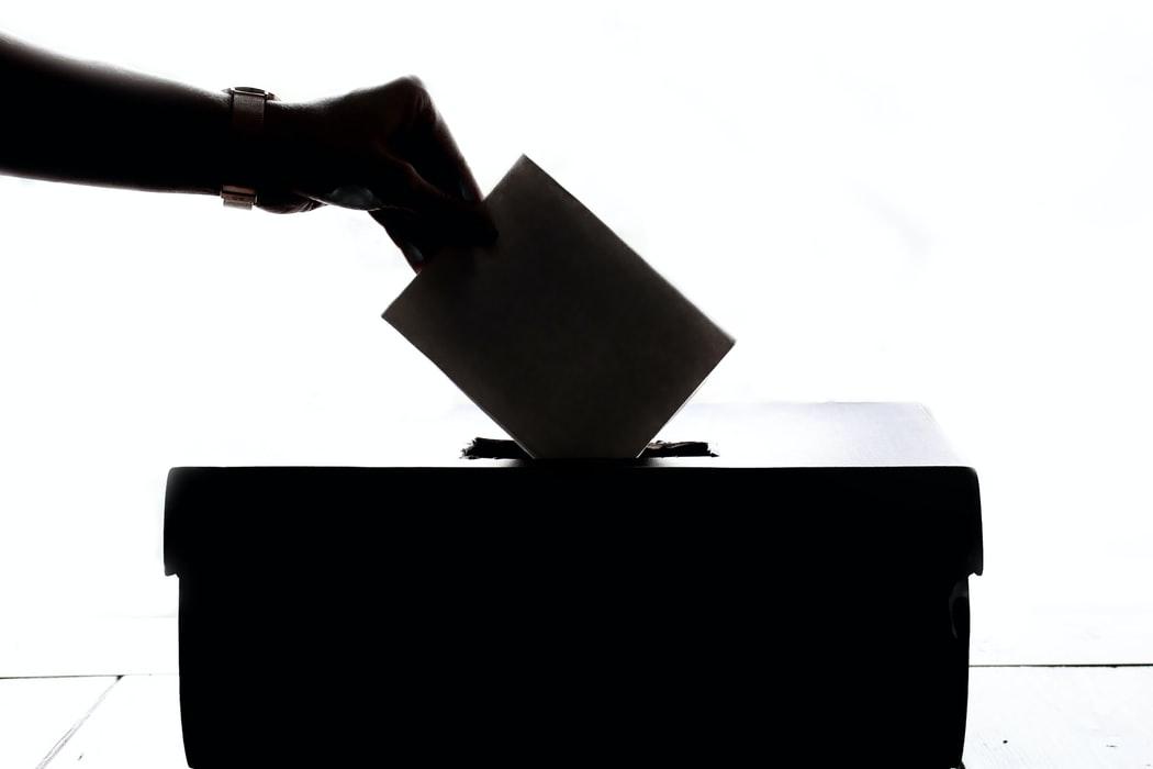 Sondaj BestJobs: Un roman din trei si-ar vota seful daca ar candida pentru functia de primar
