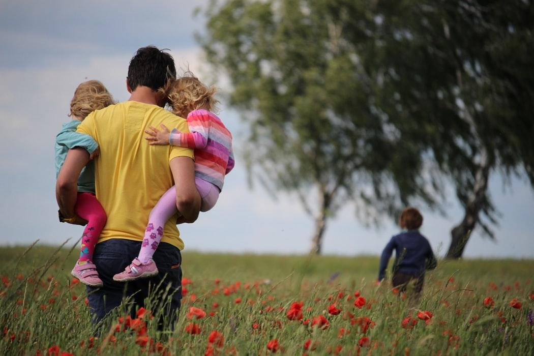 Aranjamentele flexibile de lucru si dreptul parintilor de a lipsi de la serviciu devin solutii legale permanente